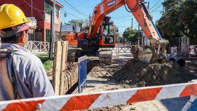 Lanús cuenta con cinco frentes de obra de cloacas que beneficiarán a más de sesenta mil vecinos