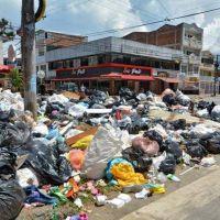 Se acumulan 15.000 toneladas de basura en Cali tras bloqueos
