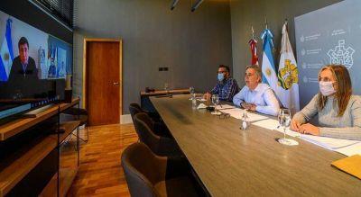 Llaryora presentó al ministro Arroyo la tarjeta municipal Activa
