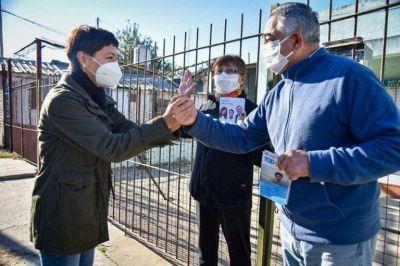 Mendoza supervisó las obras de pavimento en el barrio Infantino