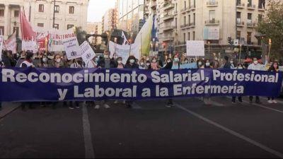 Enfermeras y enfermeros porteños, que ya contabilizan 200 compañeros fallecidos, protestaron porque Larreta les paga como administrativos