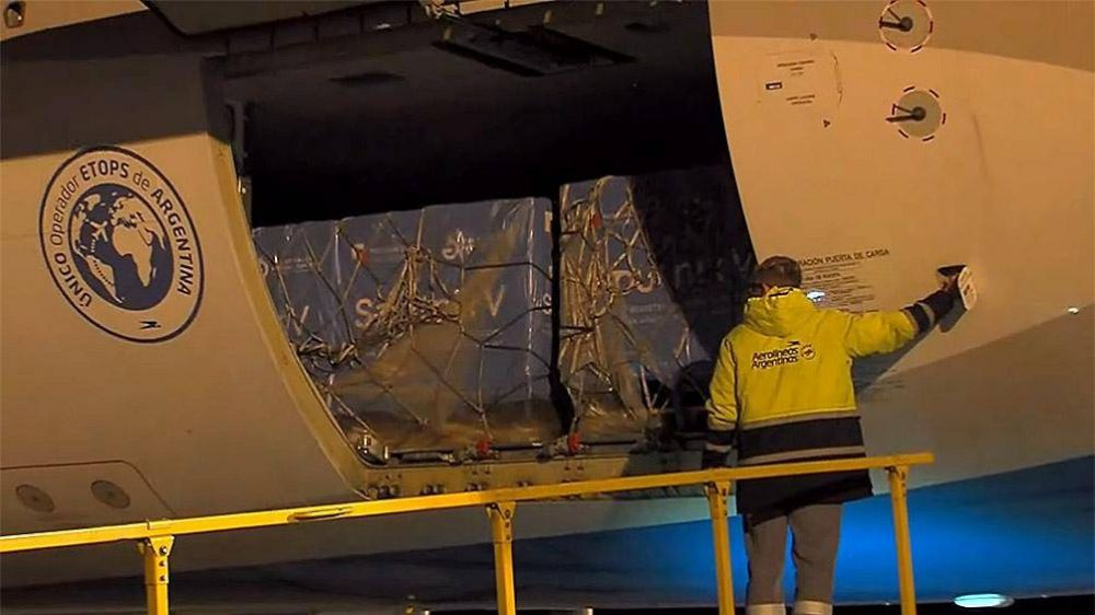 Llegó un nuevo vuelo de Aerolíneas Argentinas con 500 mil dosis de vacunas Sputnik V