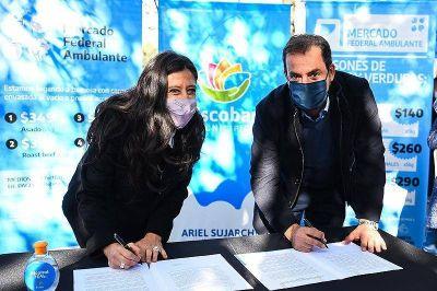 Sujarchuk y Español firmaron un convenio para desarrollar el Mercado Federal Ambulante en Escobar