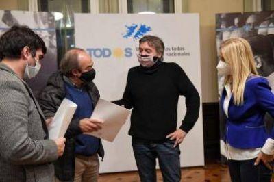 Magario respaldó el proyecto de Máximo Kirchner para reducir tarifas de gas en municipios
