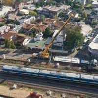 En Padua: Comenzó el montaje del primero de trece pasos a nivel que se construirán sobre el Ferrocarril Sarmiento