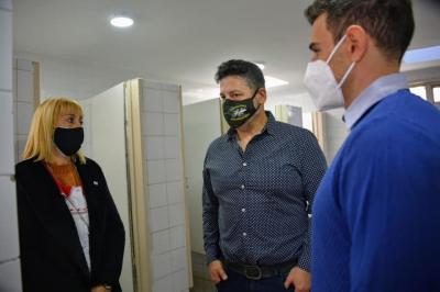 Menéndez visitó la escuela EP Nº11
