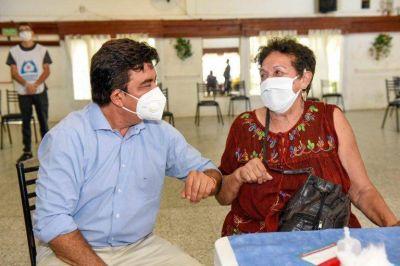 """Espinoza: """"Nos llena de alegría haber llegado a las 300.000 dosis aplicadas en La Matanza"""""""