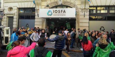 Trabajadores de IOSFA inician paro de actividades contra traspaso masivo de afiliados