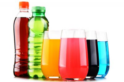 Asocian las bebidas azucaradas con mayor riesgo de cáncer de colon en mujeres