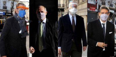 La Corte complica al Gobierno y nuevo round de duros vs. blandos en la oposición