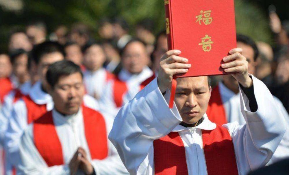 Arrestan al obispo de Xinxiang, siete sacerdotes y 10 seminaristas