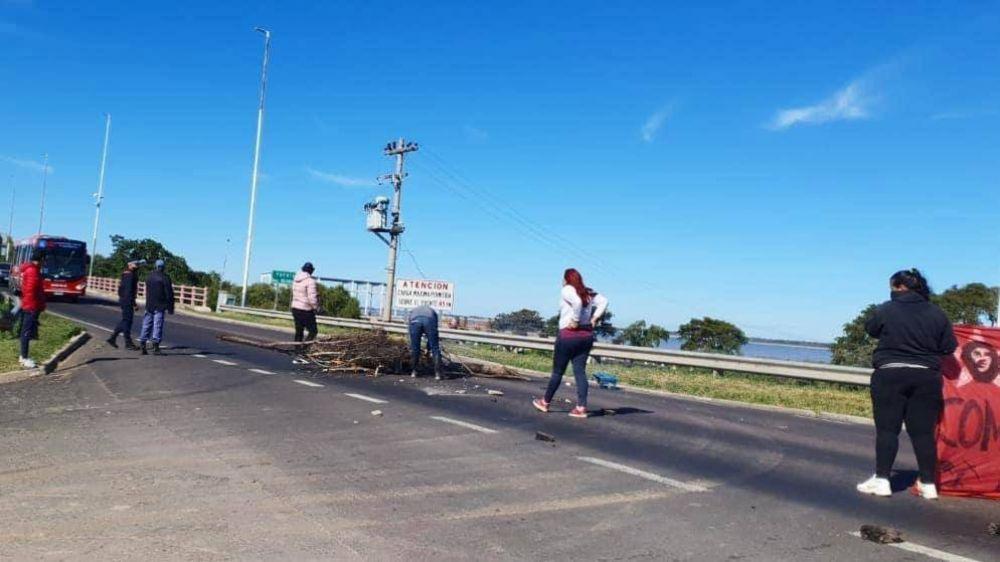 Pescadores reclaman por la veda en la ruta y desde el agua