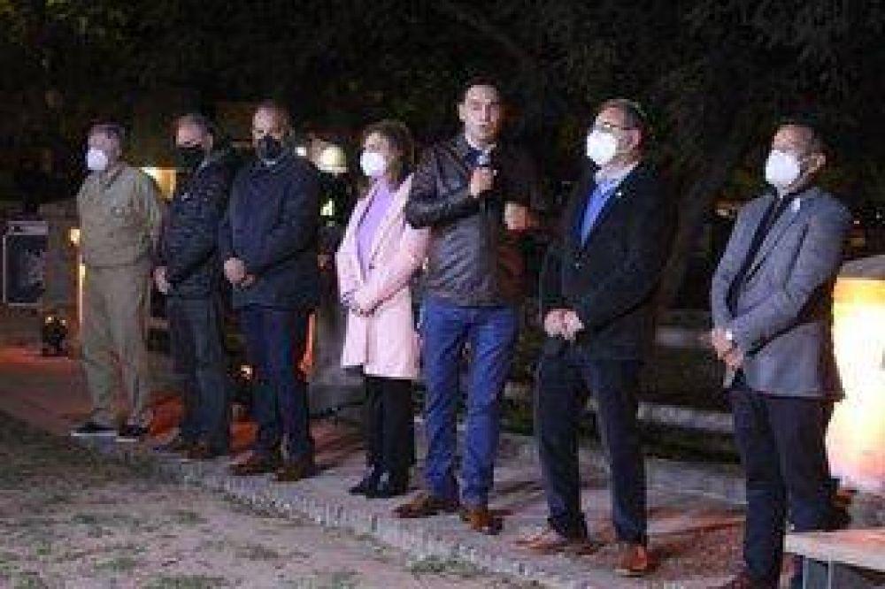 Valdés volvió a mostrarse con Tassano: inauguraron la iluminación del puente