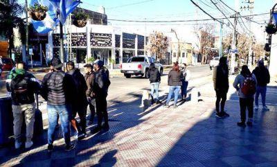 Protesta de vecinos en el Palacio Municipal contra el confinamiento estricto