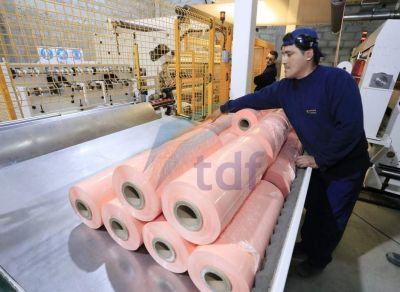 Producción detalló que fábricas podrán mantener su actividad durante esta semana de confinamiento