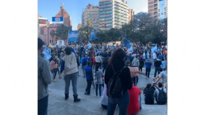 25 de Mayo: con fase 1 y protestas en varios puntos del país