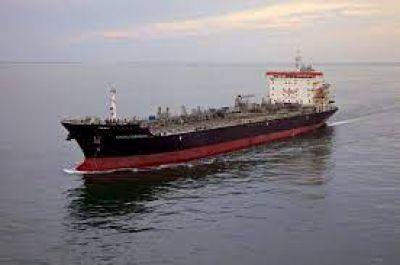 Gremios navieros paralizan el transporte de gas y petróleo: piden ser incluidos en el plan de vacunación
