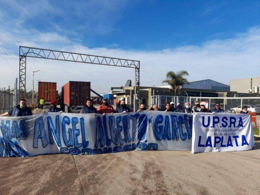 Trabajadores de Seguridad bloquearon un depósito fiscal en Berazategui