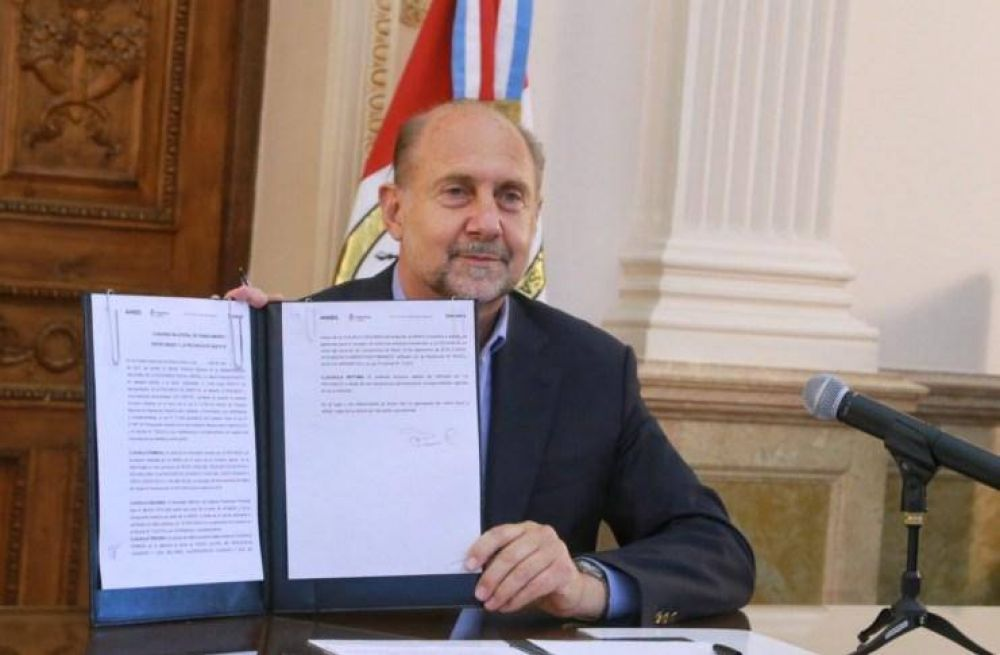 El Gobierno firmó un convenio para financiar el déficit de la Caja De Jubilaciones