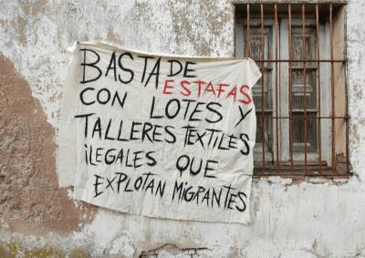 Hacinados, sin higiene y obligados a dormir en carpa, así vivían los trabajadores de un taller clandestino en Varela