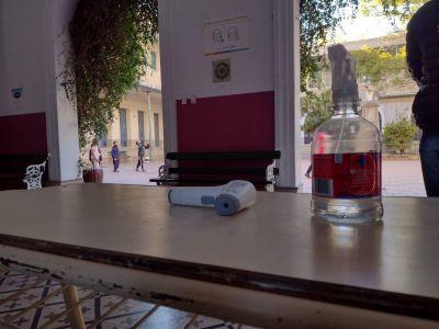 Covid: con críticas por los contagios, Córdoba retoma la presencialidad