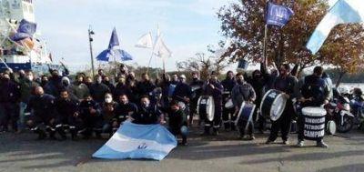 Manifestación petrolera en el acceso a refinería