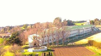 Escuela agraria: el intendente Andrés gestiona la obra de la residencia de mujeres