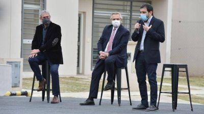 En San Martín, Fernando Moreira y Alberto Fernández entregaron la vivienda N° 10.000 del Programa Casa Propia