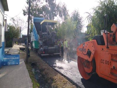 Asfaltaron más de 20 nuevas cuadras de tierra en Lomas