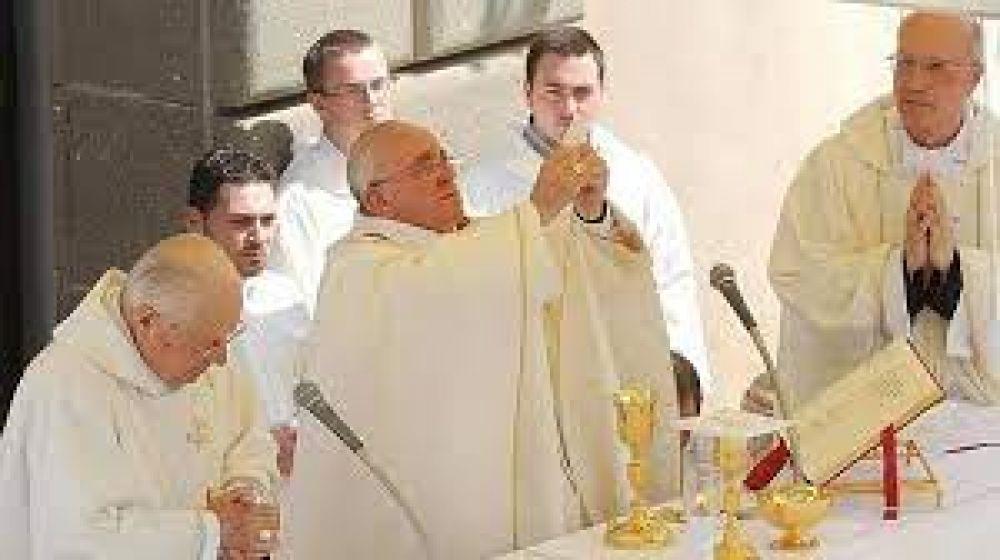 Papa Francisco: La Eucaristía es escuela de caridad y solidaridad