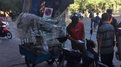 Córdoba insólita: se robaron un contenedor en moto
