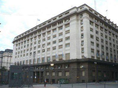 Gobierno confía en lograr superávit comercial que ayude a negociar con FMI