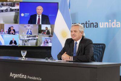 """""""La mejor"""" vacuna, amigos en tiempos difíciles (y micrófono abierto): ocho definiciones de Alberto y Putin al anunciar la producción de Sputnik en Argentina"""