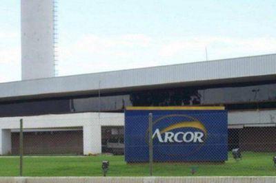 ¿A que costo se produce en Arcor? Denuncian más de cien contagios en la planta de Colonia Caroya