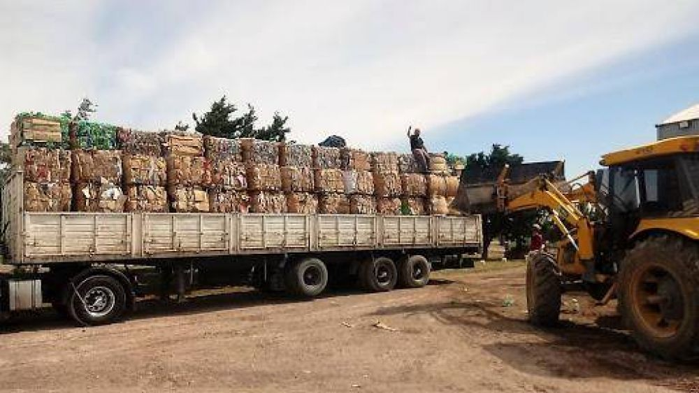 Lograron su primera venta directa de 17 toneladas de cartón para reciclar