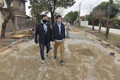 Thea suma recorridas en la Provincia: junto a Menéndez recorrió obras en Merlo