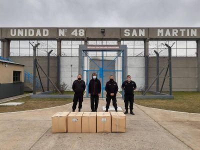 En una cárcel de San Martín elaboraron y donaron 1.500 tapabocas y 200 camisolines para que distribuya el Padre Pepe