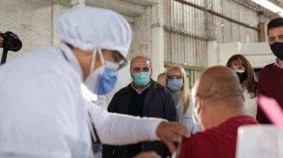 """""""La llegada de más vacunas nos permite bajar los grupos etarios"""", afirmó Manzur"""