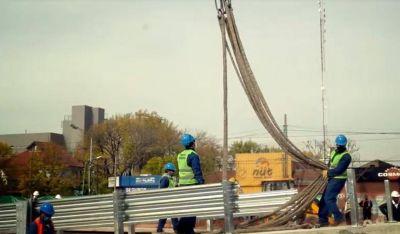 Gustavo Menéndez recorrió las obras complementarias del nuevo puente en San Antonio de Padua