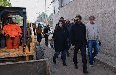 Bianco y Barrios recorrieron obras y programas de reurbanización en Lanús