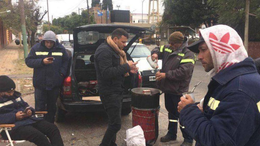 Trabajadores despedidos acamparán frente a la planta operativa de Edesur