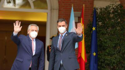 Alberto recibe a Pedro Sánchez y un puñado de inversores españoles para relanzar relaciones