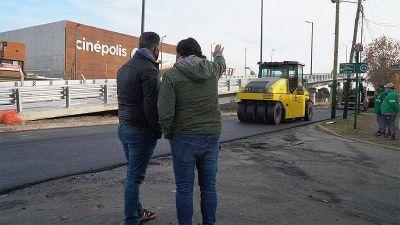Gustavo Menéndez recorrió las obras complementarias al puente vehicular de San Antonio de Padua