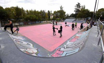 El municipio renovó la plaza Delguy e inauguró el nuevo Skatepark de Burzaco