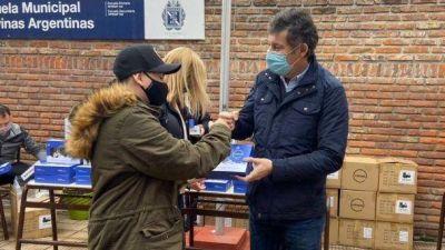 San Isidro: el municipio entregó tablets para el secundario de la escuela Malvinas Argentinas