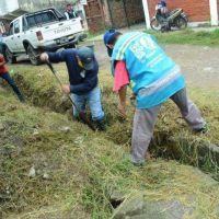 Intensas tareas de limpieza y desobstrucción del drenaje urbano