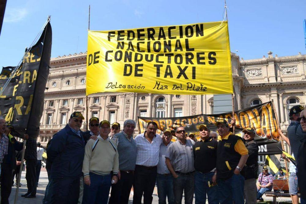 Santa Cruz, Catamarca y Mercedes, los tres primeros distritos en los que los taxistas empezarán a ser vacunados como esenciales