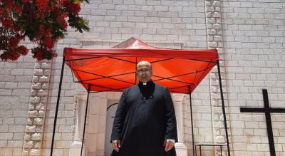 El valiente cura argentino que tiende puentes entre israelíes y palestinos