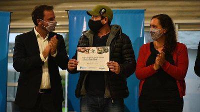 La Municipalidad entregó más de veinte kits para proyectos del programa Escobar Emprende