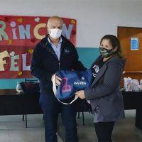 Néstor Grindetti entregó bolsos de maternidad a mujeres de Monte Chingolo
